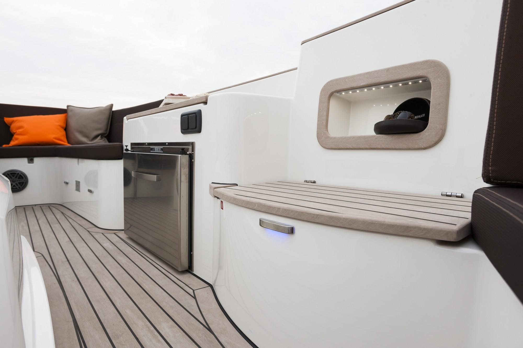 Teak-Marin-Antaris-Seventy7-Touring-sloep